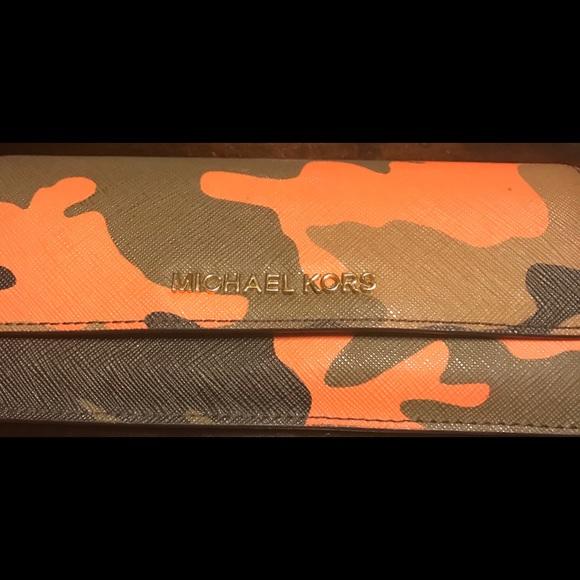 48a73a52582d KORS Michael Kors Accessories - Authentic Michael Kors Jet Set Camo Wallet